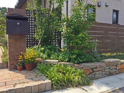 門柱周りの植栽
