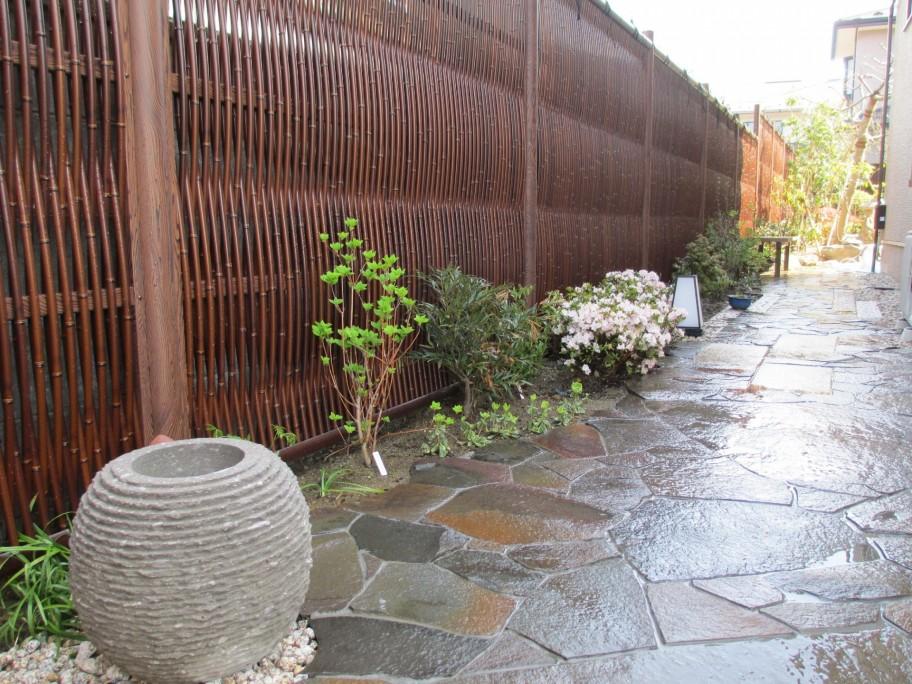 和モダンテイストのお庭が完成しました。