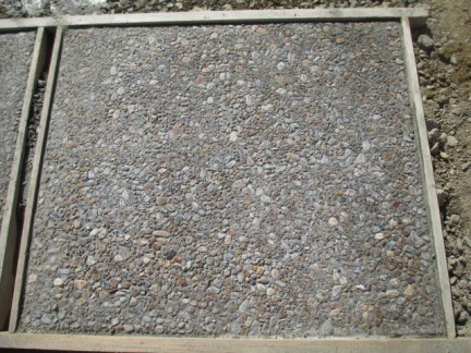 石組・植栽と土間洗い出し工事の現場より~