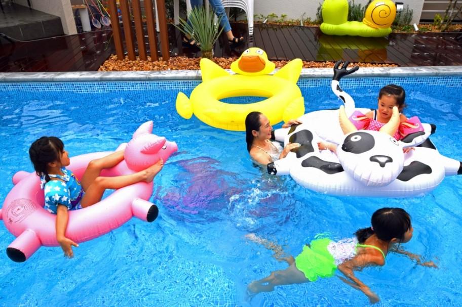 pool-child2